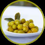 Aceitunas española verdes con hueso machacadas y aderezadas en salmuera y vinagre